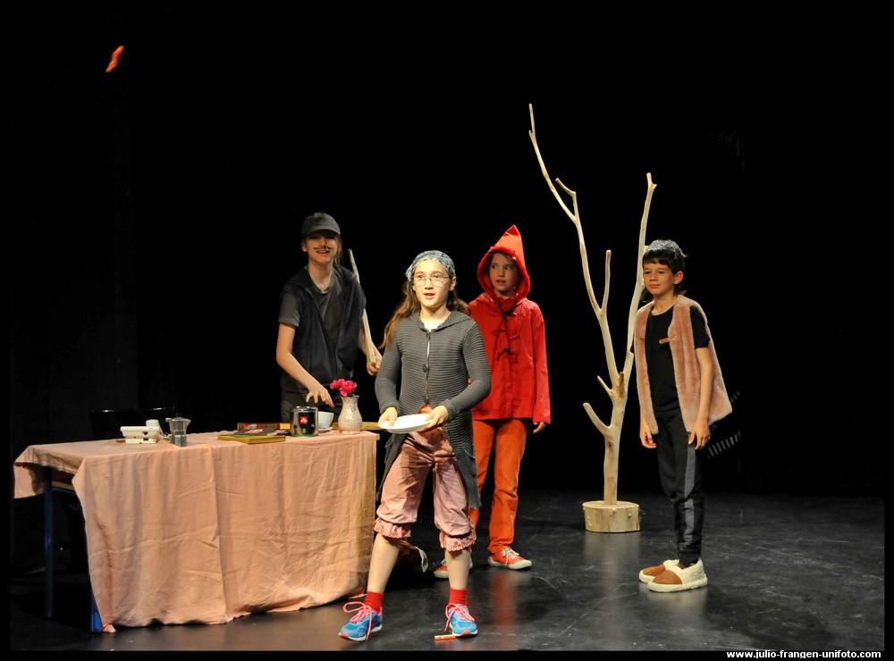 L'italiano giocando 2015 (8)Il Piccolo Teatro - Cappuccetto Rosso