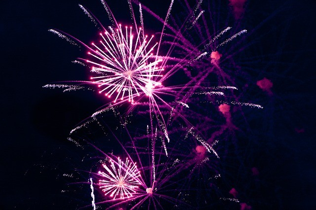 fireworks-1382032_640